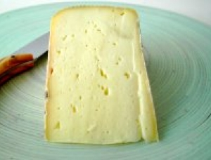 Abbaye du Mont des Cats, cow milk cheese available to sell
