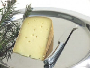 Pe Descaous, ewe milk cheese available to sell