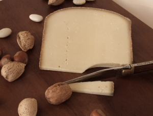 Bôfavre, cow milk cheese available to sell
