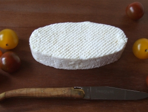 Le Guérandais, goat milk cheese available to sell