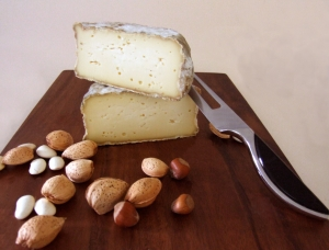 Tommette de Yenne, cow milk cheese available to sell