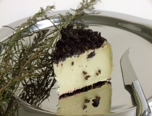 Tomme Marc de Raisin, fromage au lait de vache disponible à la vente