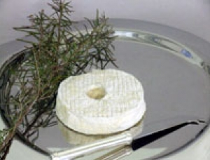 Couronne des 3 Seigneurs, goat milk cheese available to sell