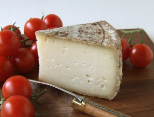 Tomme de Savoie - GIP - 400g, cow milk cheese available to sell