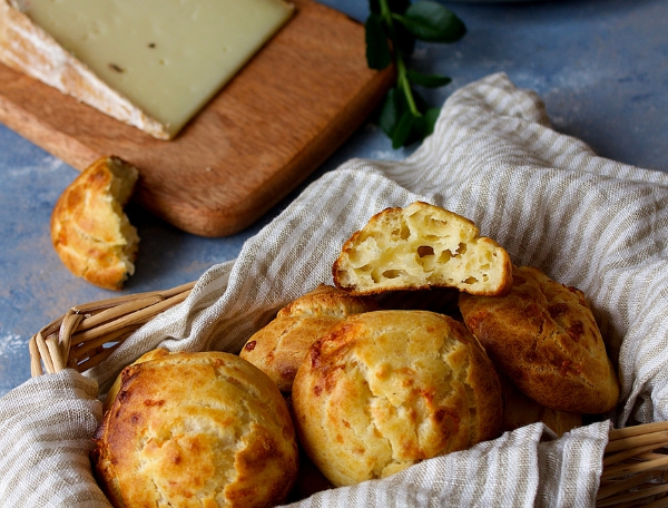 Ossau-Iraty cheese puffs